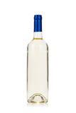 Fles witte wijn die op wit wordt geïsoleerdh Royalty-vrije Stock Foto's