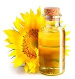 Fles zonnebloemolie met bloem. stock fotografie