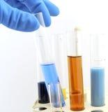 Flesjes met chemische producten Stock Afbeelding