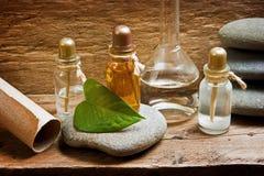 Flesjes met essentiële oliën Stock Fotografie