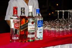 Flessen alcoholische drank Stock Afbeeldingen