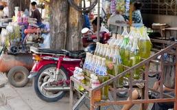 Flessen Benzine stock afbeeldingen
