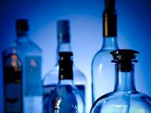 Flessen bij een bar stock foto