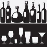 Flessen en Glazen Royalty-vrije Stock Afbeeldingen