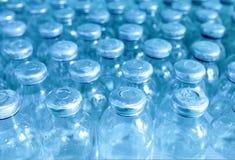 Flessen geneeskunde in een rij. royalty-vrije stock afbeelding