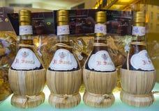 Flessen Italiaanse rode wijn vanaf Toscanië - FLORENCE/ITALIË - SEPTEMBER 12, 2017 Stock Foto