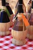 Flessen Italiaanse wijnen Royalty-vrije Stock Foto's