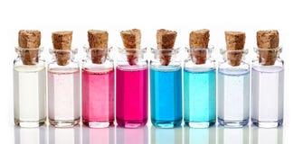Flessen Kuuroordetherische oliën Stock Afbeelding