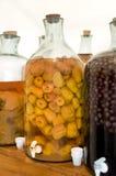 Flessen met alcoholische drank stock foto's