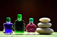 Flessen met gekleurde aromaoliën Royalty-vrije Stock Foto