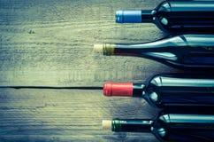 Flessen met rode wijn royalty-vrije stock afbeeldingen