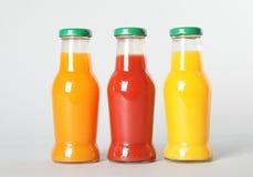 Flessen met verschillende dranken royalty-vrije stock afbeeldingen