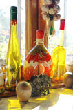 Flessen in mijn keuken royalty-vrije stock afbeelding