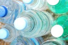 Flessen mineraalwater Stock Afbeelding