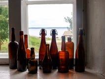 Flessen op het venster Royalty-vrije Stock Foto