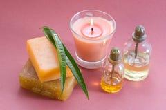 Flessen van aromatische olie en zeep Stock Foto