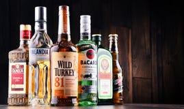 Flessen van geassorteerde globale sterke drankmerken Royalty-vrije Stock Fotografie