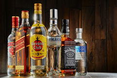 Flessen van geassorteerde sterke drankmerken Royalty-vrije Stock Foto