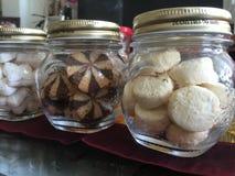 Flessen van heerlijke koekjes Stock Afbeelding