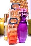 Flessen van het glas de blauwe parfum royalty-vrije stock fotografie