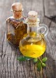 Olijfolie en olijftak Royalty-vrije Stock Afbeeldingen