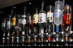 Flessen van sterke drank stock afbeelding