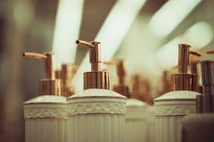 Flessen voor zeep in de opslag Royalty-vrije Stock Afbeeldingen