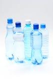Flessen water royalty-vrije stock afbeelding