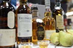 Flessen whisky royalty-vrije stock afbeeldingen