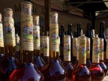 Flessen wondermiddel door natuurlijk zonlicht worden verlicht dat Stock Foto