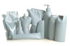 Flessenflessen en containers grijze verfdoos met een witte achtergrond Stock Afbeelding