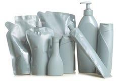Flessenflessen en containers grijze verfdoos met een witte achtergrond Stock Afbeeldingen