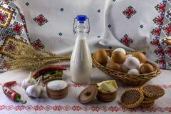 Flessenmelk en verse eieren Royalty-vrije Stock Foto's