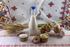 Flessenmelk, verse eieren en boter Royalty-vrije Stock Foto
