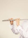 Fletowy muzyczny instrument w rękach flecisty muzyk Zdjęcia Royalty Free