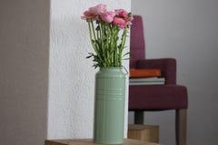 Fleur à l'intérieur de la maison Photo libre de droits