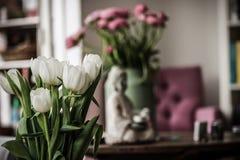 Fleur à l'intérieur de la maison Image libre de droits