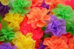 Fleur artificielle colorée faite à partir du papier de mûre photographie stock libre de droits