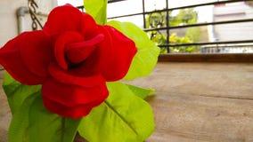 Fleur artificielle de rose de rouge de plan rapproché Images libres de droits