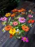 Fleur dans le Tableau en bois Image stock