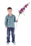 Fleur de dissimulation de garçon sur ses mains Photos libres de droits