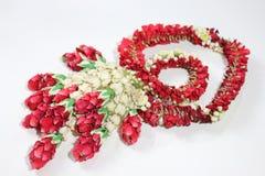 Fleur de guirlande dans le style thaïlandais sur un blanc Photo libre de droits
