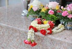 Fleur de guirlande pour le culte et le respect images stock