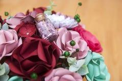 Fleur de papier colorée en détail Photographie stock
