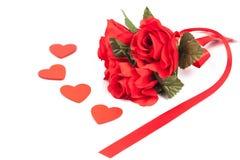 Fleur de rose de rouge et signe rouge de coeur Photos stock