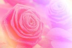 Fleur de tissu de rose de rose et petit cerf sur le fond blanc Image libre de droits