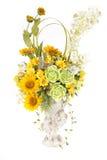 Fleur en plastique artificielle de décoration avec le vase à conception de vintage Image stock