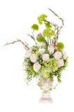 Fleur en plastique artificielle de décoration avec le vase à conception de vintage, 2 Photos stock