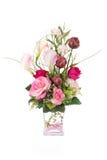 Fleur en plastique artificielle de décoration avec le vase en verre, cryst rose Images stock