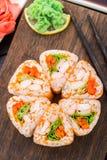 Fleur faite de petit pain de sushi Image stock